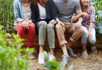 Μια οικογενειακή φωτογράφηση έγινε viral λόγω κακού photoshop [εικόνες] - Κεντρική Εικόνα
