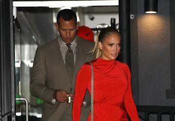 Η Jennifer Lopez φόρεσε το πιο καυτό μίνι φόρεμα [εικόνες] - Κεντρική Εικόνα
