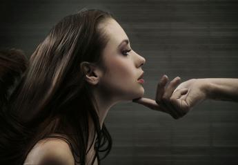 Τα δάχτυλα φανερώνουν τον τύπο της γυναίκας που αρέσει σε έναν άντρα - Κεντρική Εικόνα