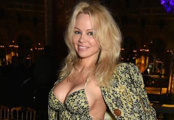 H Pamela Anderson πήγε στο Μουντιάλ και υποστηρίζει τη Γαλλία [εικόνες] - Κεντρική Εικόνα