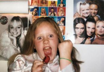 Αυτό το κοριτσάκι είναι πασίγνωστη σταρ και μεγάλη φαν των Spice Girls [εικόνες] - Κεντρική Εικόνα