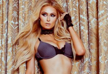 Η Paris Hilton με μια σέξι πόζα μας δείχνει τα νέα εσώρουχα που ετοιμάζει - Κεντρική Εικόνα
