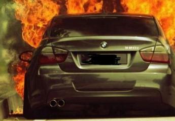Απέκτησε νέα BMW και κατά λάθος την έκαψε ολοσχερώς [βίντεο] - Κεντρική Εικόνα