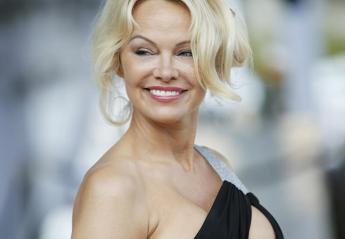 H Pamela Anderson με το ντεκολτέ της παλάβωσε το Μονακό [εικόνες] - Κεντρική Εικόνα