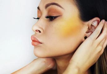 Κίτρινο ρουζ: Το νέο makeup trend που παραδόξως ταιριάζει σε όλες [εικόνες] - Κεντρική Εικόνα