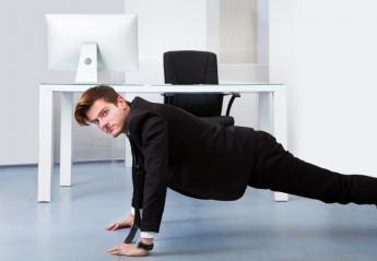 Απλές ασκήσεις που μπορείς να κάνεις ακόμα και όταν είσαι στο γραφείο [βίντεο] - Κεντρική Εικόνα
