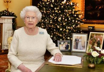 Δεν φαντάζεστε πότε θα ξεστολίσει τα χριστουγεννιάτικα η βασίλισσα Ελισάβετ - Κεντρική Εικόνα