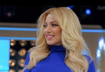 H Κωνσταντίνα Σπυροπούλου έβαψε τα μαλλιά της ροζ [εικόνα] - Κεντρική Εικόνα