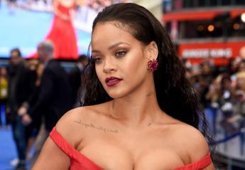 H Rihanna πλέον κυκλοφορεί με... τυρκουάζ μαλλιά [εικόνες] - Κεντρική Εικόνα