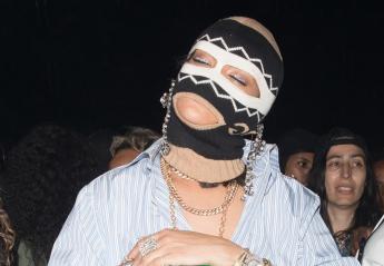 Η Rihanna φόρεσε ένα βραχιόλι - φλασκί [εικόνες] - Κεντρική Εικόνα