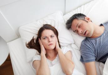 Ο ύπνος πλάι σε κάποιον που ροχαλίζει κάνει κακό στην υγεία - Κεντρική Εικόνα