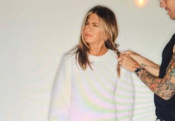 "H Aniston μας έδειξε την... μαύρη αλήθεια πίσω από κάθε ""glam"" πόζα [εικόνες] - Κεντρική Εικόνα"