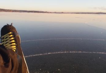 Πατινάζ στην «παγωμένη» θάλασσα [βίντεο] - Κεντρική Εικόνα