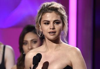 H Selena Gomez βραβεύτηκε και  ξέσπασε σε κλάματα [βίντεο] - Κεντρική Εικόνα