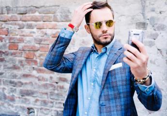 Οι άνδρες βγάζουν selfies με μια συγκεκριμένη τεχνική και υπάρχει λόγος για αυτό - Κεντρική Εικόνα