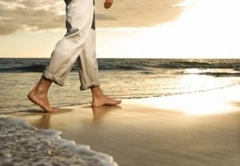 6 καλοί λόγοι για να περπατήσετε ξυπόλυτοι στην άμμο - Κεντρική Εικόνα