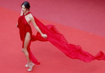H Alessandra Ambrosio τρέλανε τις Κάννες με το σκίσιμο στο φόρεμά της [εικόνες] - Κεντρική Εικόνα