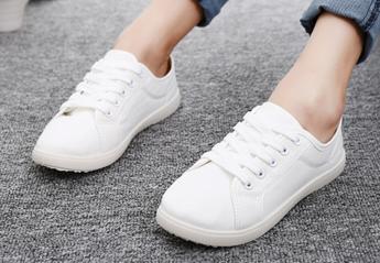 2 απλά τρικ για να διώξετε τις κιτρινίλες από τα παπούτσια σας - Κεντρική Εικόνα
