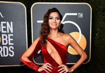 Όλες οι σταρ φόρεσαν μαύρα στις Χρυσές Σφαίρες αλλά αυτή φόρεσε κόκκινα - Κεντρική Εικόνα
