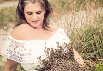 Κάτι τραγικό συνέβη στην έγκυο που πόζαρε με 20.000 μέλισσες στη κοιλιά της - Κεντρική Εικόνα