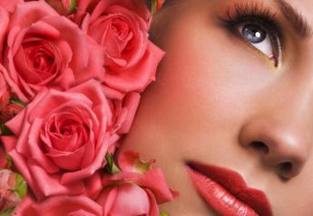 Το ροδόνερο χαρίζει ομορφιά: Οι 4 τρόποι που μπορείτε να το χρησιμοποιήσετε - Κεντρική Εικόνα