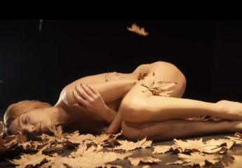 Ολόγυμνη εμφανίζεται η Τάμτα στο νέο της βιντεοκλίπ - Κεντρική Εικόνα