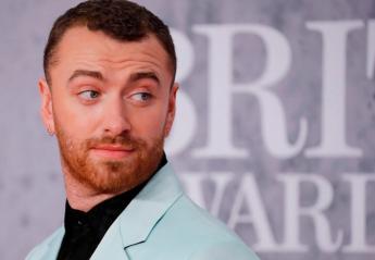Διάσημος τραγουδιστής σκέφτεται κάνει εγχείρηση αλλαγής φύλου [βίντεο] - Κεντρική Εικόνα