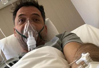Στο νοσοκομείο βρίσκεται ο τραγουδιστής Θάνος Καλλίρης [εικόνα] - Κεντρική Εικόνα