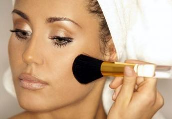 "Tο απλό τρικ για να απλώνεις σωστά και να δείχνει ""ανάλαφρο"" το makeup σου - Κεντρική Εικόνα"