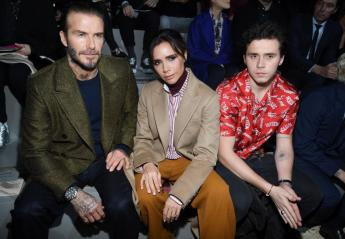H Victoria Beckham πόζαρε τόπλες στο γιο της Brooklyn [εικόνα] - Κεντρική Εικόνα