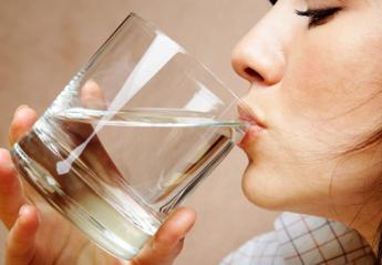 Πίνεις νερό όταν γευματίζεις; Νέα έρευνα δείχνει πως αυτό ίσως είναι λάθος - Κεντρική Εικόνα