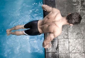 Πως να κάνετε γυμναστική ακόμα και στην πισίνα του ξενοδοχείου [βίντεο] - Κεντρική Εικόνα
