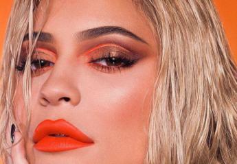 """Η νέα """"Summer"""" συλλογή μακιγιάζ της Kylie Jenner αποθεώνει το πορτοκαλί - Κεντρική Εικόνα"""