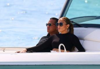 H ερωτευμένη Jennifer Lopez απολαμβάνει τις διακοπές της στη Γαλλία [εικόνες] - Κεντρική Εικόνα
