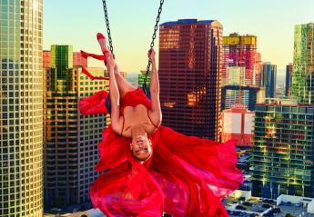 Η Jennifer Lopez σε νέες πόζες που είναι ακατάλληλες για... υψοφοβικούς - Κεντρική Εικόνα
