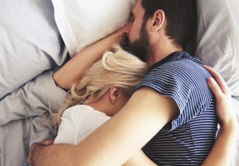Οι 5 στάσεις ενός ζευγαριού στον ύπνο που πιθανά καταλήγουν σε σεξ - Κεντρική Εικόνα