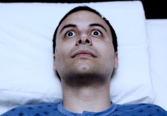 Ένας ψυχολόγος προτείνει την πιο παράδοξη λύση για την αϋπνία  - Κεντρική Εικόνα