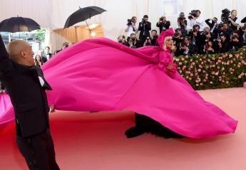 H Lady Gaga έκανε... ένα μίνι στριπτίζ στο φετινό Met Gala [εικόνες & βίντεο] - Κεντρική Εικόνα