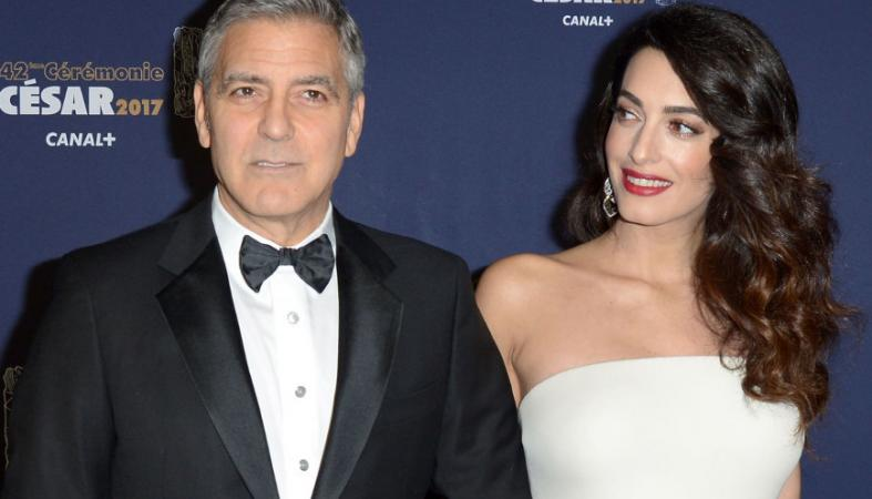 H έγκυος Amal έλαμψε στο πλευρό του George Clooney στα Σεζάρ [εικόνες] - Κεντρική Εικόνα