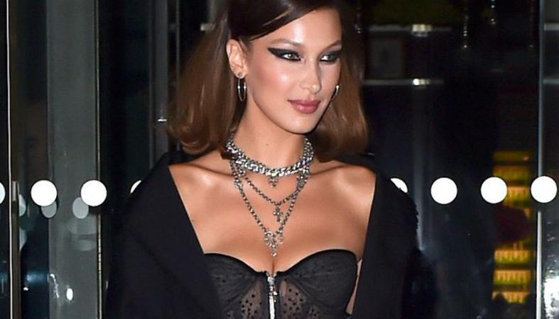 """Η Bella Hadid φόρεσε ένα λιλιπούτειο μίνι """"γυμνό"""" φόρεμα στο Παρίσι  [εικόνες] - Κεντρική Εικόνα"""