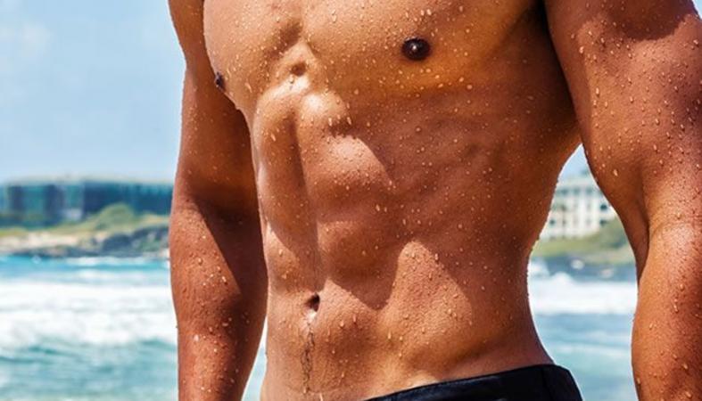 Οι 4 ασκήσεις κοιλιακών που μπορείς να κάνεις παντού... ακόμα και στην παραλία - Κεντρική Εικόνα