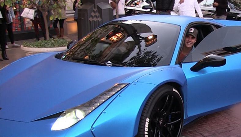 Στο σφυρί η γνωστή (για περίεργο λόγο) μπλε Ferrari του Justin Bieber [εικόνες] - Κεντρική Εικόνα