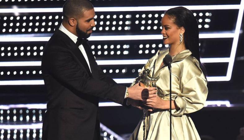 Η στιγμή που όλοι νόμιζαν πως ο Drake θα κάνει πρόταση γάμου [βίντεο] - Κεντρική Εικόνα
