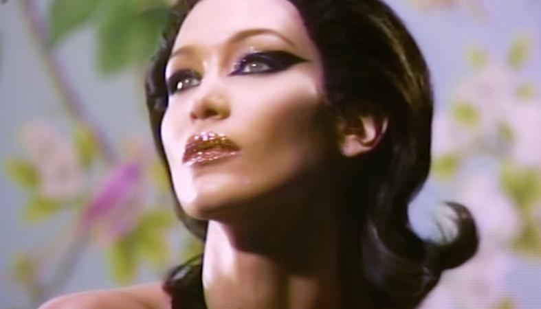 Σάλο προκαλεί νέο βίντεο της Bella Hadid - Το σώμα της δείχνει αποστεωμένο  - Κεντρική Εικόνα