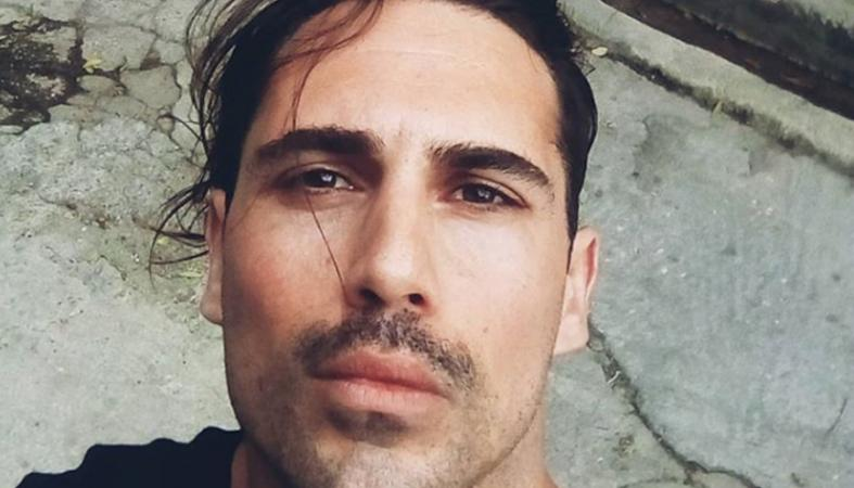 Άγνωστοι έδειραν τον ηθοποιό Άνθιμο Ανανιάδη έξω από το σπίτι του [εικόνα] - Κεντρική Εικόνα