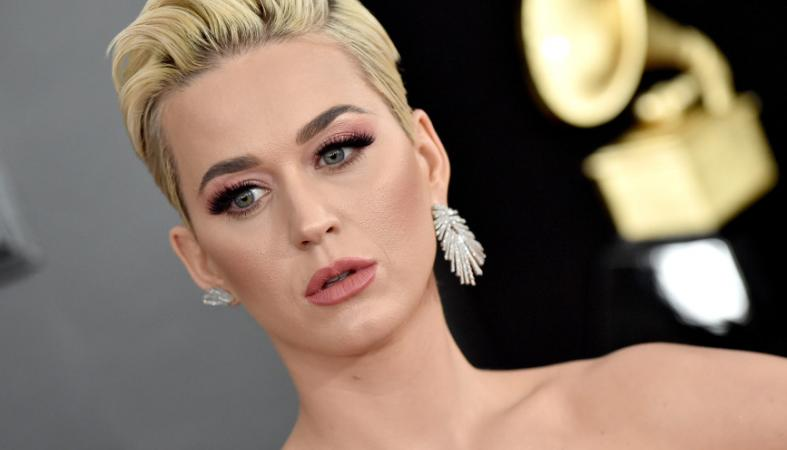 H Katy Perry απέκτησε μακριά μαλλιά και έγινε πραγματικά αγνώριστη [εικόνες] - Κεντρική Εικόνα