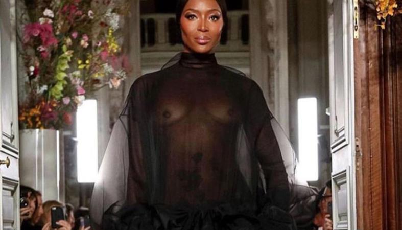 H Naomi με διάφανο φόρεμα έλαμψε στο σόου του Valentino [βίντεο] - Κεντρική Εικόνα