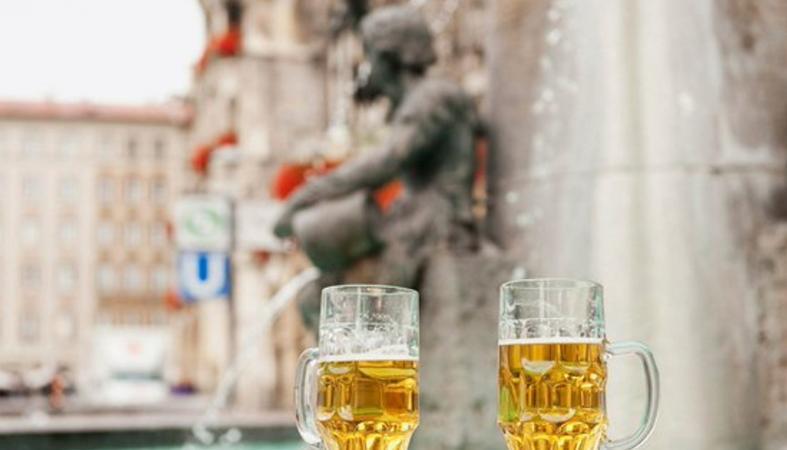 Ένα συντριβάνι μπύρας στήνεται στην Σλοβενία [βίντεο] - Κεντρική Εικόνα