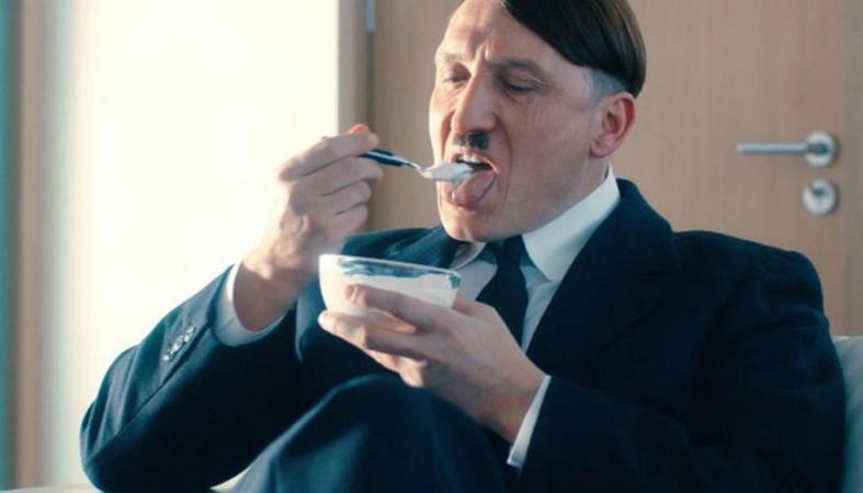 """""""Είναι πάλι εδώ """" : Ο Χίτλερ επιστρέφει ως... κωμικός [τρέιλερ] - Κεντρική Εικόνα"""
