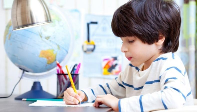 """Ποια είναι τα """"sos"""" για να κάνεις το διάβασμα του παιδιού στο σπίτι παιχνιδάκι - Κεντρική Εικόνα"""